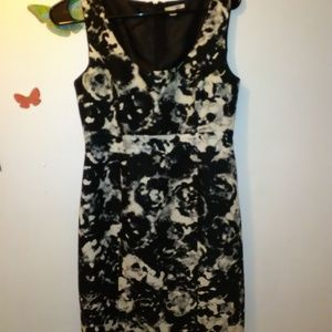 HALOGEN - WOMEN'S SIZE 4 - SLEEVELESS BLACK WHITE